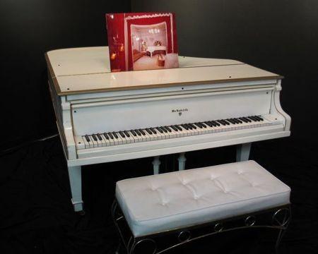 Na prodaju Elvisov bijeli klavir