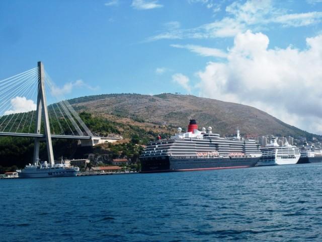 U Dubrovnik uplovio kruzer, u tijeku iskrcaj 756 članova posade