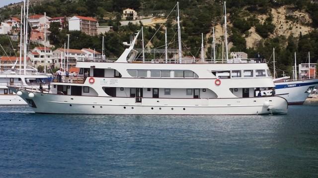 Na Krku se ukrcava prva ovogodišnja grupa na brod Katarina linea