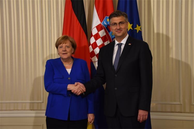 Merkel dočekana Thompsonom!