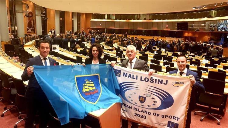 Lošinj preuzeo priznanje i zastavu za europski otok sporta 2020
