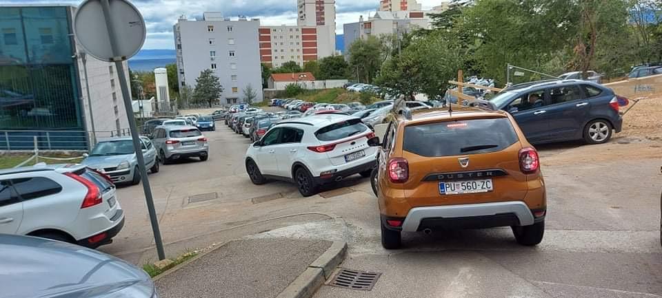 Parkiranje u KBCu Rijeka potpuno diletantski